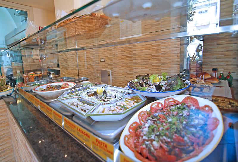 Tavola calda pasta e sfizi su sorrento restaurants - Un locale con tavola calda ...
